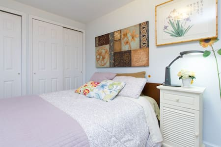 Private room in quiet suburban L.I. with WiFi - East Northport