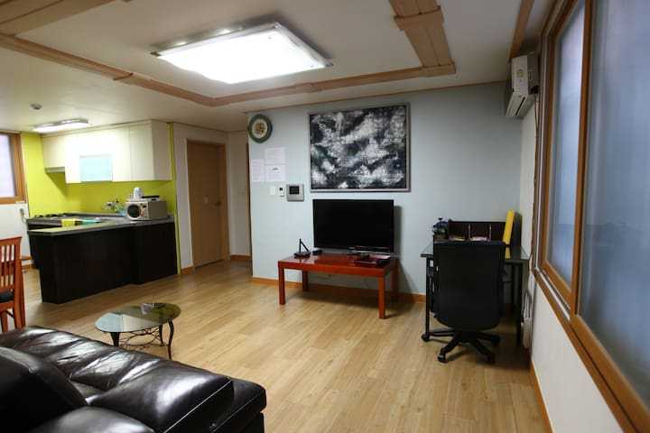 Spacious living room, ANYGOL, 18평형 2bedroom