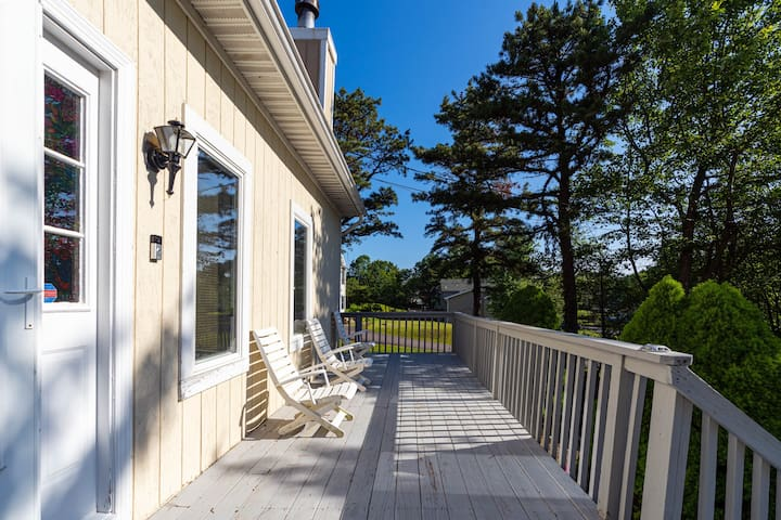 Four bdrm house close to all attractions