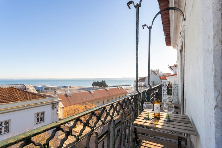 Alfama - Spectacular Balcony View