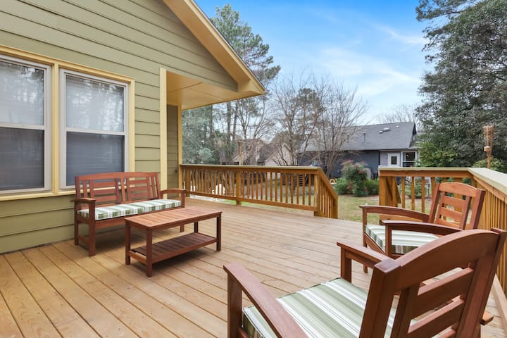 Cozy Upscale House minutes from Downtown Raleigh!