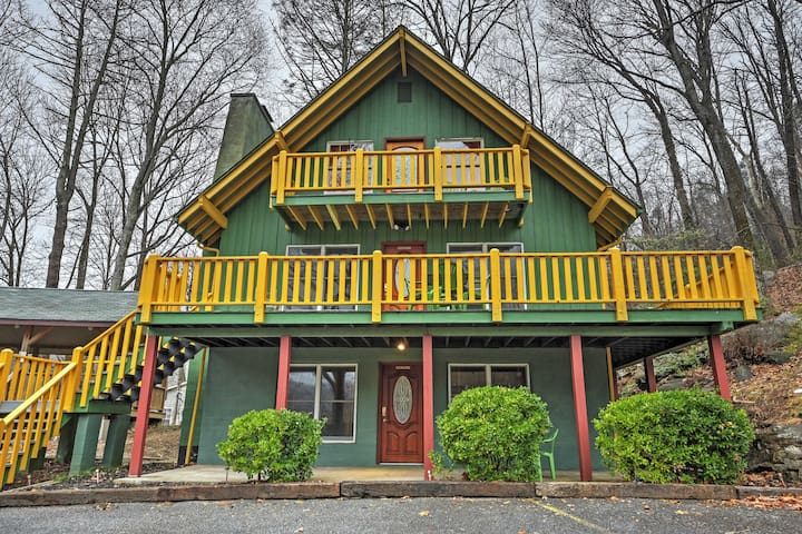 Vibrant 4BR Chimney Rock Cabin w/Wooded Views! - Chimney Rock - Cabin