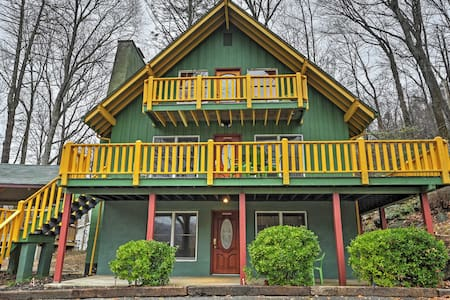 Vibrant 4BR Chimney Rock Cabin w/Wooded Views! - Chimney Rock - Stuga