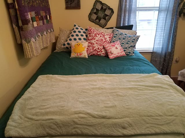 Private double Y  bed entire upstairs wing in DFW