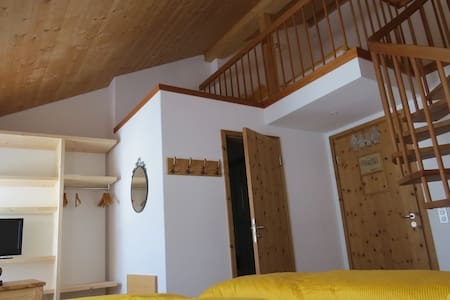 4- Bed Family Room Berninahaus - Pontresina - Bed & Breakfast