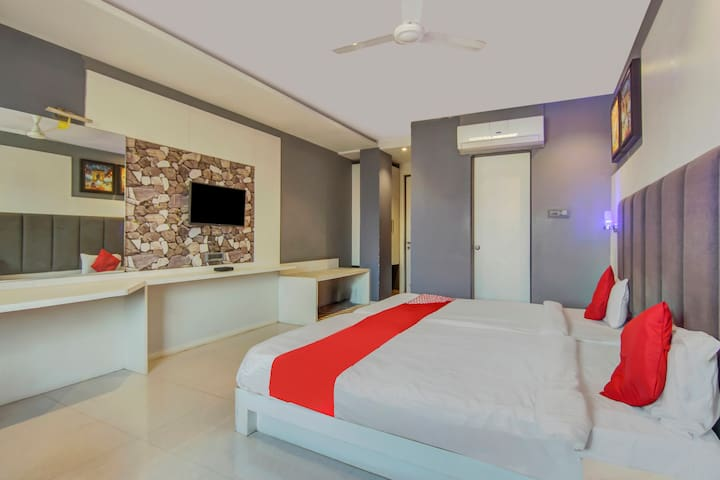 OYO Deluxe Spacious 1 BR stay in Ramnagar