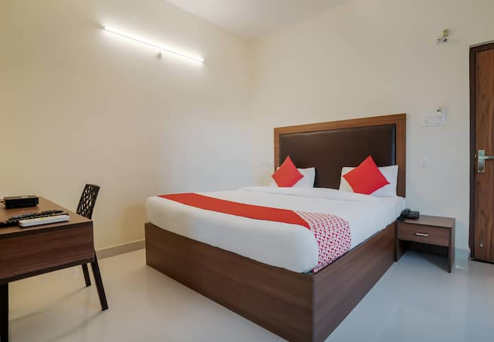 OYO Stylish 1BR stay near Krishna Kanth Park