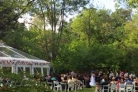 1.2acre Idyllic Weddings/Corporate/Family Retreat - Oak Brook