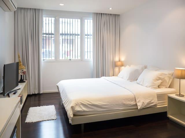 Modern Apartment (EMQuartier, BTS/MRT, free WIFI) - Bangkok