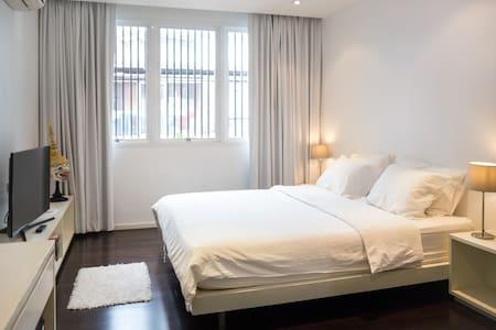 Modern Apartment (EMQuartier, BTS/MRT, free WIFI) - Bangkok - Appartement