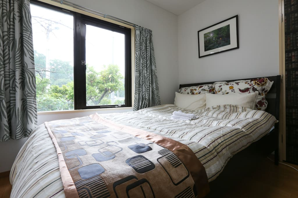 Full double size bed on which 2 adult can comfortably sleep!