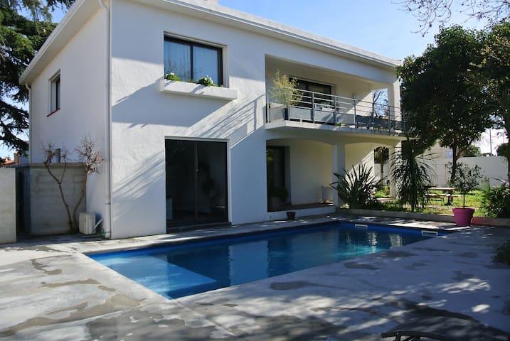 Villa piscine quartier calme proche perpignan