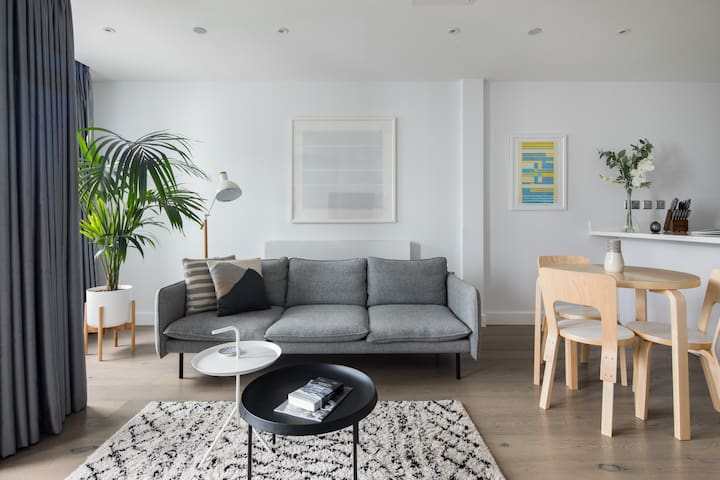 Cool Leicester Square 1BR (Netflix, WiFi etc)