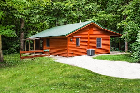 Kishauwau's Starved Rock Area Cabins - Romantic Whirlpool (Chippewa) Cabin For 2, No Kids, No Dogs