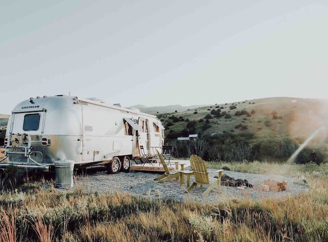 Escape from Covid off grid Airstream in the Wild