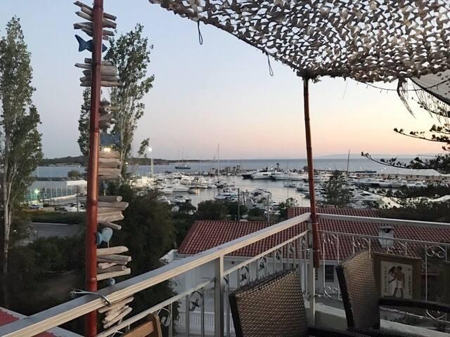 Central Glyfada Marina-Beach Paradise Apt.
