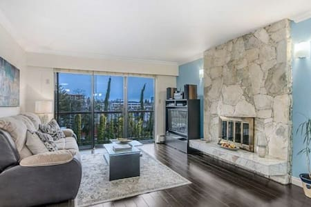 Spacious 3 BR Home / 1 min to Downtown Bus - Burnaby - Haus
