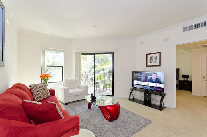 Top LA Location - Perfect For Family & Business!