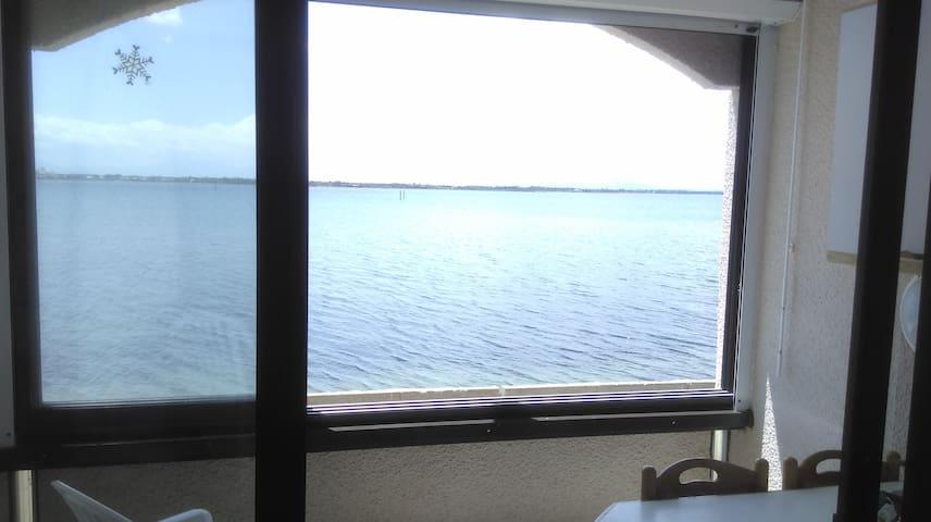 Vue IMPRENABLE sur le lac marin 3 pers. Piscine.