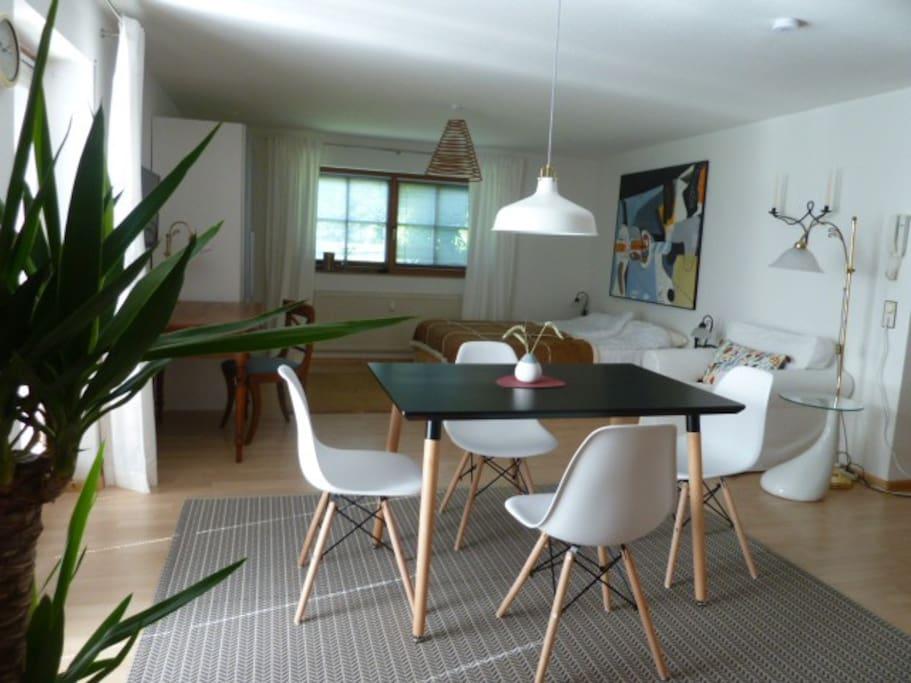 wohnen in herrlicher natur und doch stadtnah wohnungen zur miete in freiburg im breisgau. Black Bedroom Furniture Sets. Home Design Ideas