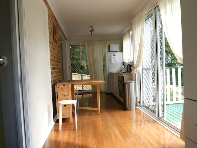 Fully Self-Contained Modern Studio - Hazelbrook - Appartement