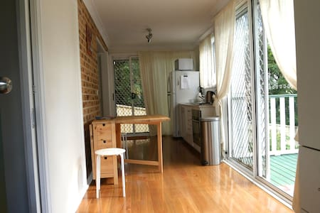 Fully Self-Contained Modern Studio - Hazelbrook - Appartamento