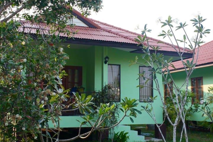 Anacar Bungalows- Aonang, Krabi (1)