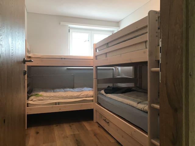 3. Schlafzimmer klein mit 2 Stockbetten