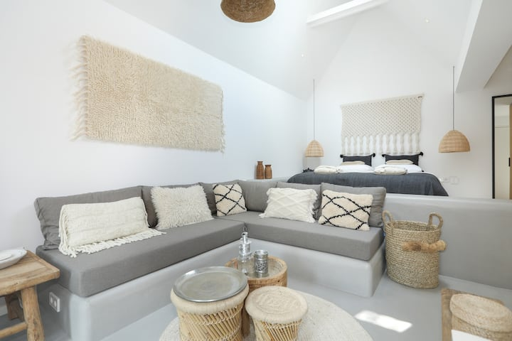 Suite-Suite: trendy, luxury private guesthouse