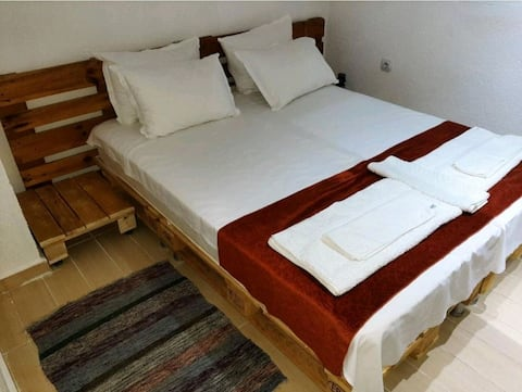 Cheap studio apartment with free parking