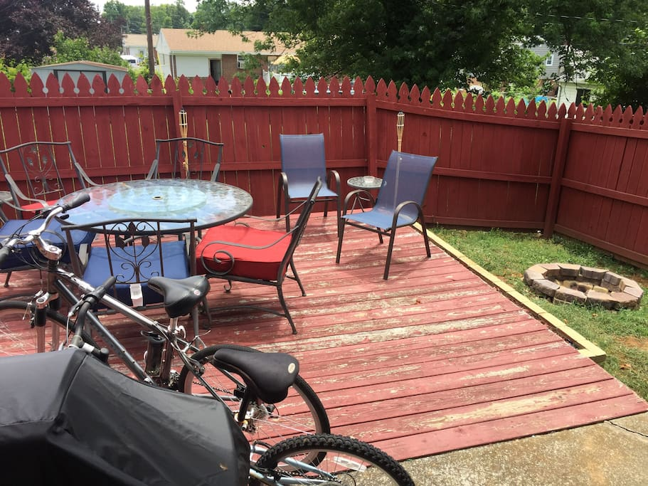 Outside patio with fire pit and bikes, greenway trail is less than a mile away from home!