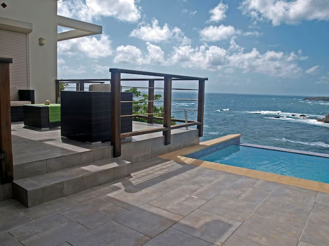 Secluded villa, stunning ocean view & private pool