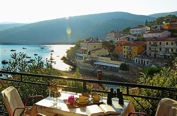 Nice holiday apartment only 70 meters from the sea