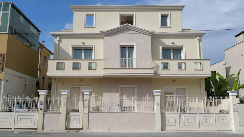 Abitazione Indipendente in Villa al MARE e Centro - Senigallia - House