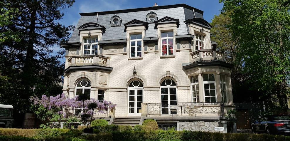 Guest House Les Grands Arbres - Hotel de maître.