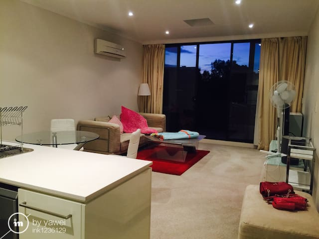 New clean room with your bathroom - Campsie - Hus