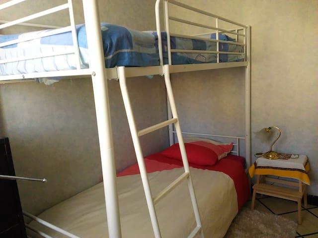 CHAMBRE  avec lits superposés - Auch - Hus