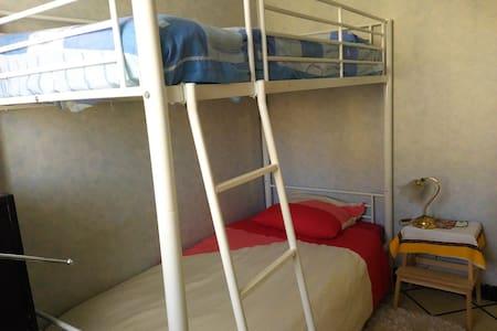 CHAMBRE  avec lits superposés - Auch