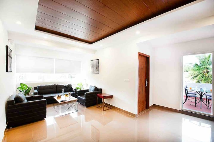 Serviced 3 BHK in a Hotel near Palace Grounds!