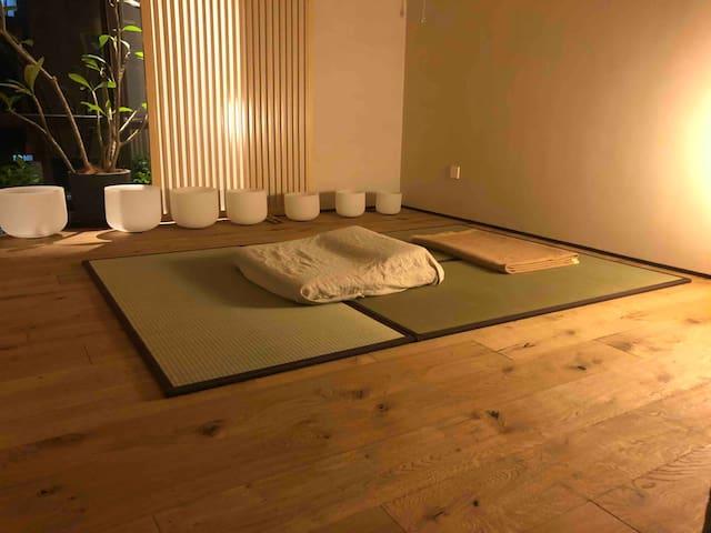 日式蔺草榻榻米 铺印度kashmir羊毛毯