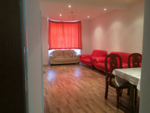 Single Room in Newly Refurbished House near EXCEL