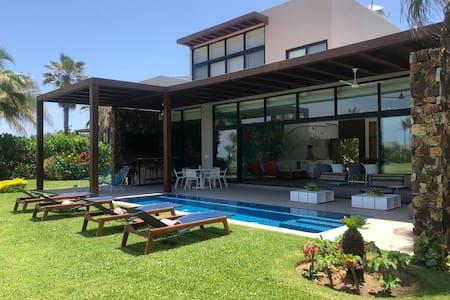 Hermosa Villa en Club de Golf Tres Vidas