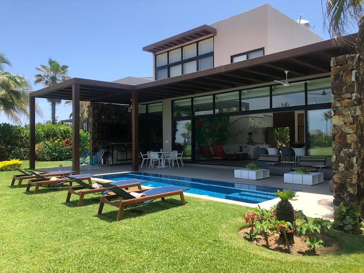 Hermosa Villa en Club de Golf Tres Vidas