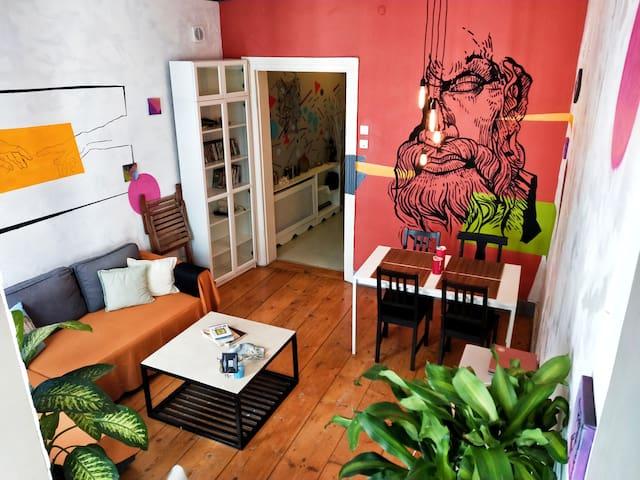 Very Central Location 19thCentruy Artist Apartment