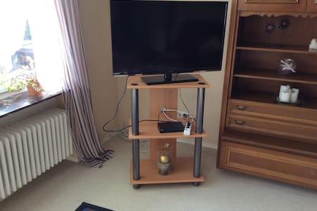Gemütliches Zimmer für 20€ pro P. - Burghaun - Apartamento