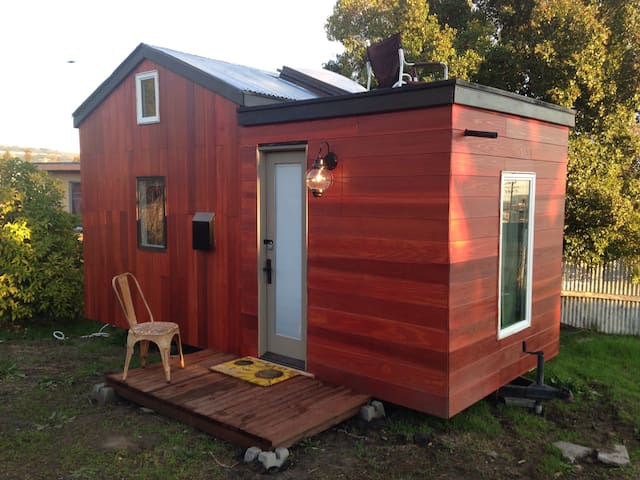 Designer Tiny House Experience - Houses For Rent In Oakland