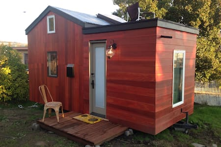 Designer Tiny House Experience - Oakland - House