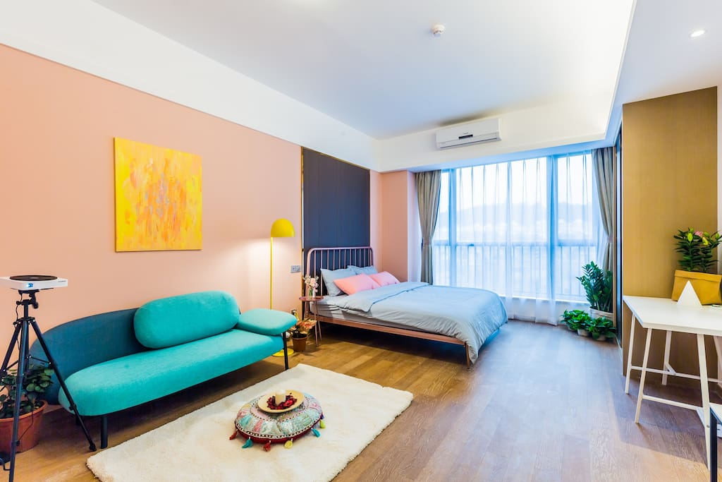 宽阔的客厅卧室一体化空间