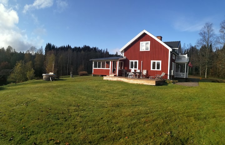 Romantic Swedish wood house with view to the lake!
