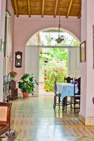 Casa Colonial al estilo cubano de 2 hab